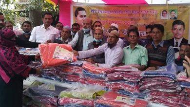 Photo of খুলনায় বিএনপি নেতা বকুলের শীতবস্ত্র বিতরণ অব্যাহত